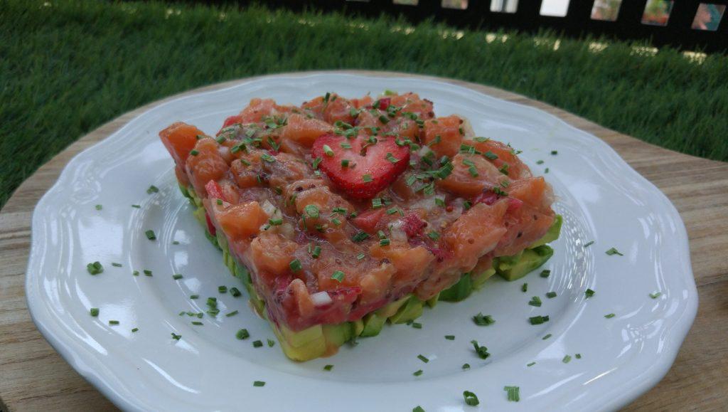 Tartar de Salmón, Aguacate y Fresas
